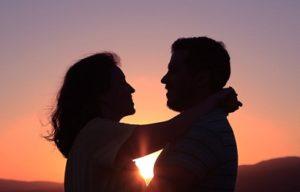عاشقونه باز نگاه کن عشقتو